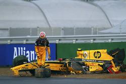 Vitaly Petrov, Renault R30, crash