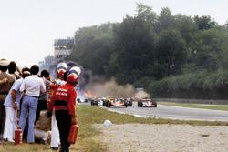 Ronnie Peterson, Lotus 78-Ford'un hayatını kaybetmesine neden olan starttaki kaza