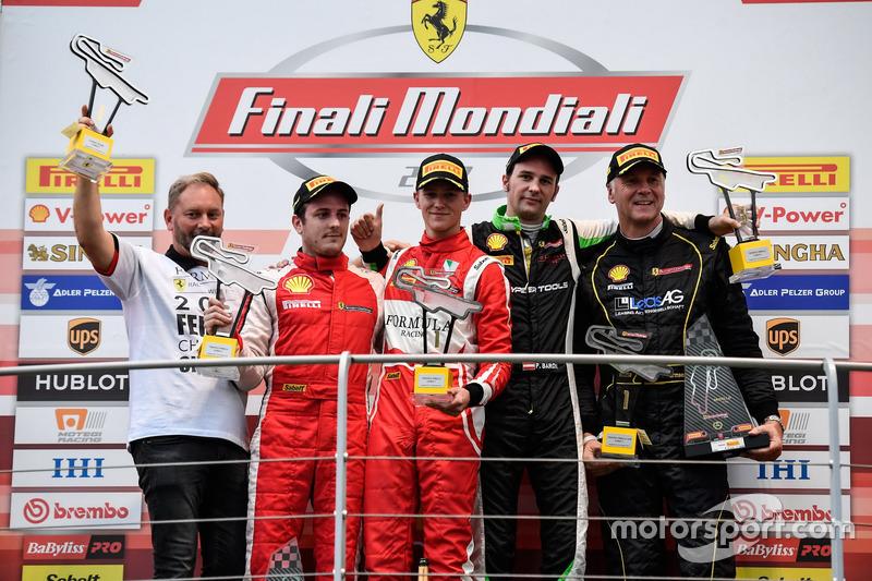 Podyum: Yarış galibi #11 Formula Racing Ferrari 488: Nicklas Nielsen, 2. #8 Octane 126 Ferrari 488: