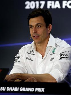 Toto Wolff, Mercedes AMG F1 Director de Motorsport en la conferencia de prensa