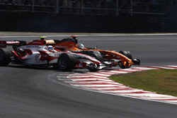 Adrian Sutil, Spyker F8-VII, collects Anthony Davidson, Super Aguri SA07