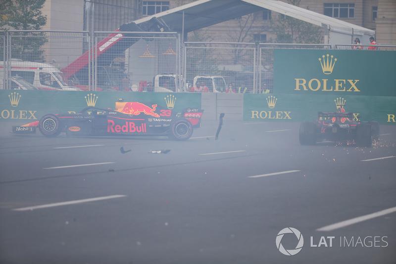 Max Verstappen, Red Bull Racing RB14 and Daniel Ricciardo, Red Bull Racing RB14 crash