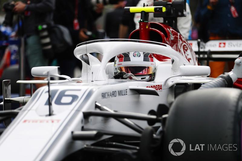 LECLERC PARA SPA F1-azerbaijan-gp-2018-charles-leclerc-sauber-c37-ferrari-on-the-grid