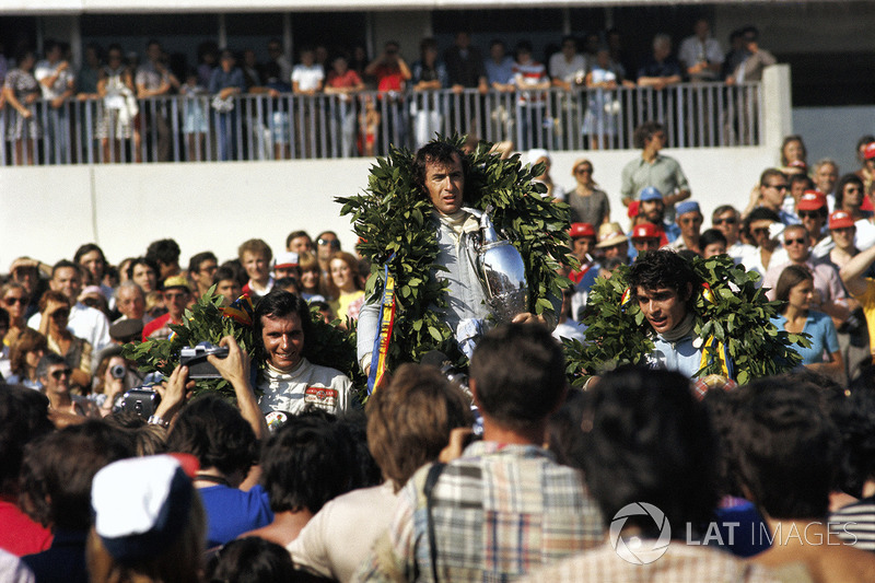 Podio: ganador Jackie Stewart, segundo lugar Francois Cevert, tercer lugar Emerson Fittipaldi