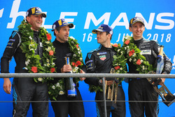 Podio LMGTE Am: i vincitori Christian Ried, Julien Andlauer, Matt Campbell, Proton Competition