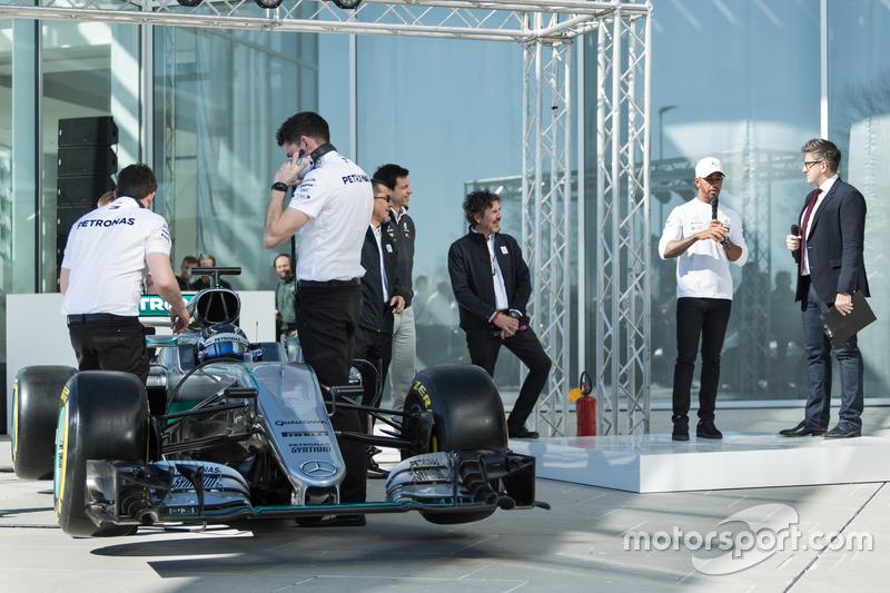 Valtteri Bottas, Mercedes AMG F1 W09, Lewis Hamilton, Mercedes AMG F1