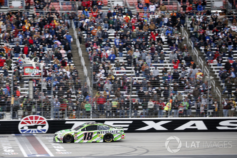 Kyle Busch, Joe Gibbs Racing, Toyota Camry Interstate Batteries takes the win