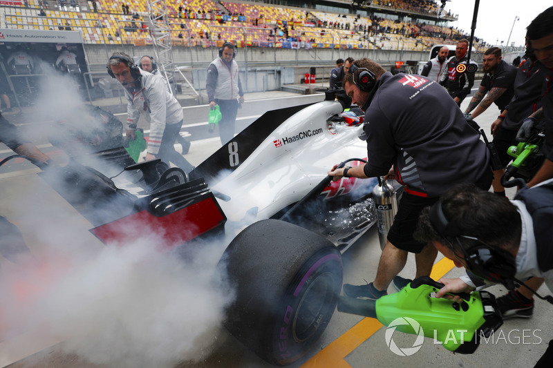 Romain Grosjean, Haas F1 Team, stops his smoking car in the pit lane
