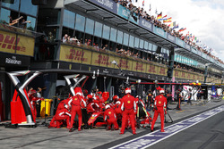 Arrêt au stand pour Kimi Raikkonen, Ferrari SF71H