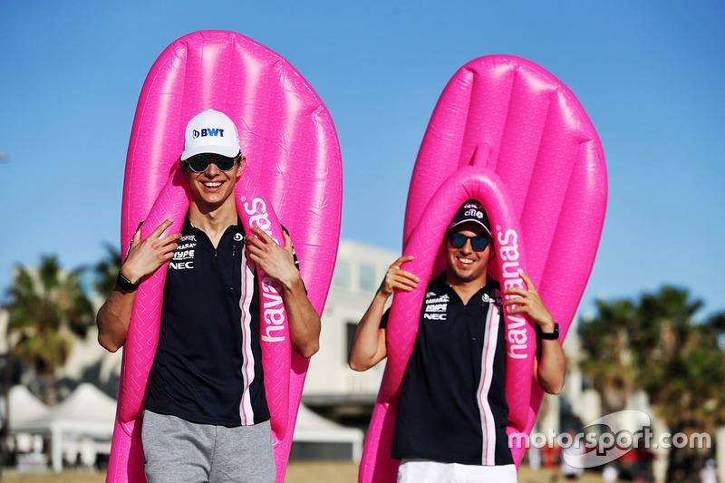 Гонщики Sahara Force India F1 Эстебан Окон и Серхио Перес
