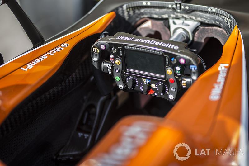 Volante del McLaren MCL32