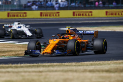 Stoffel Vandoorne, McLaren MCL33, Lance Stroll, Williams FW41