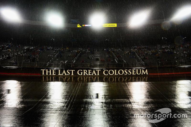 Scende la pioggia sul Bristol Motor Speedway
