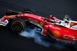 Kimi Raikkonen, Ferrari SF16-H se bloquea en la frenada