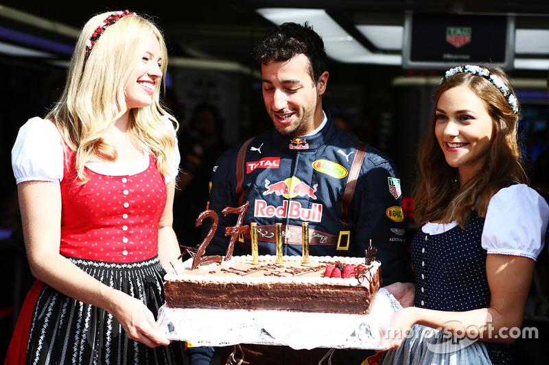 Daniel Ricciardo Red Bull Racing Feiert Seinen Geburtstag Mit Einer