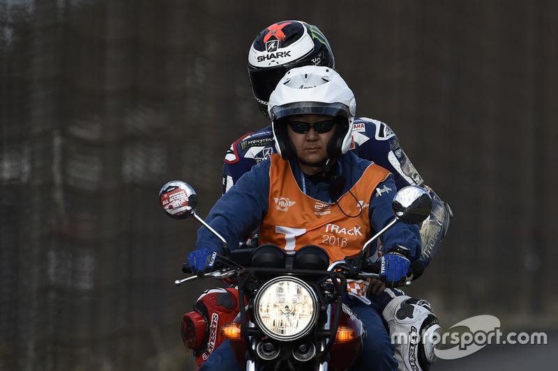 Unfall: Jorge Lorenzo, Yamaha Factory Racing