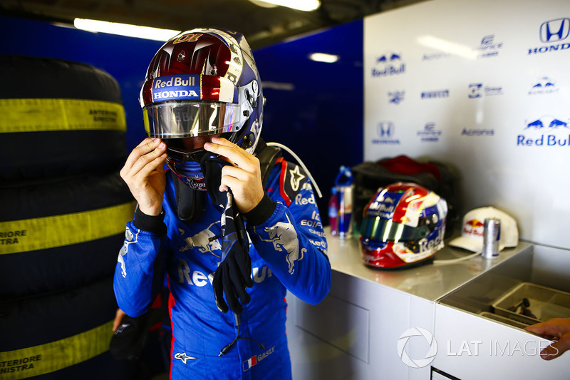 Pierre Gasly, Toro Rosso, adjusts his helmet