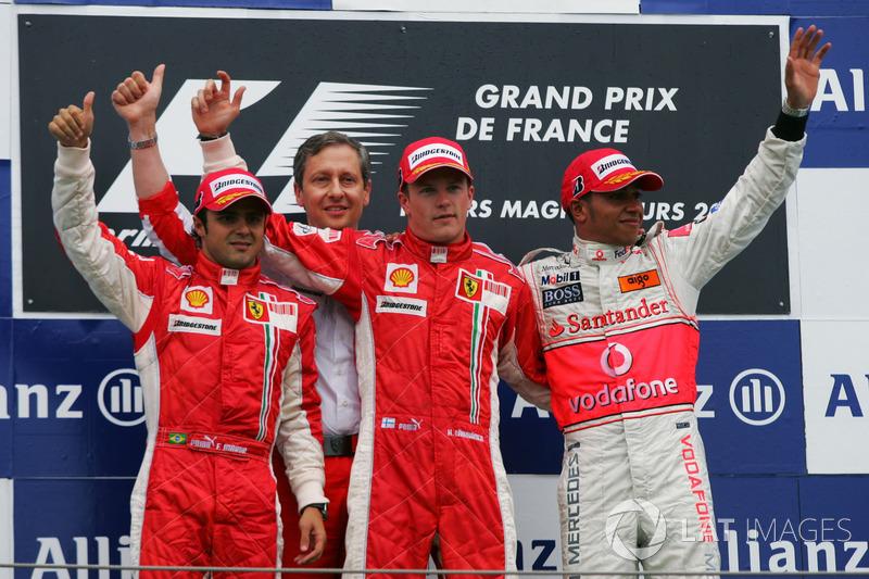 Podio: il secondo classificato Felipe Massa, Ferrari, il vincitore Kimi Raikkonen, Ferrari, il terzo classificato Lewis Hamilton, McLaren
