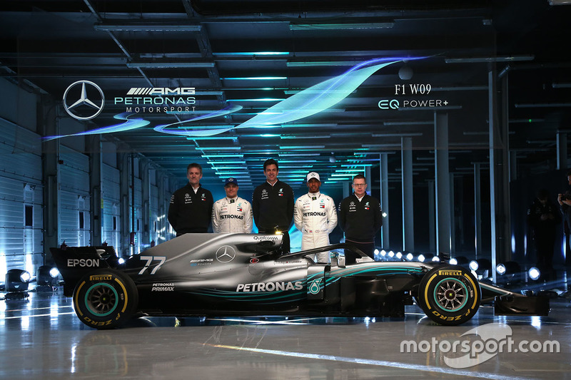 Valtteri Bottas, Mercedes AMG F1, Lewis Hamilton, Mercedes AMG F1, Toto Wolff, Executive Director Mercedes AMG F1, James Allison, Mercedes AMG F1 Technical Director