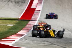 Nico Hulkenberg, Renault Sport F1 Team RS17, Stoffel Vandoorne, McLaren MCL32