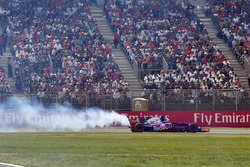 Brendon Hartley, Scuderia Toro Rosso STR12 retires from the race with engine failure