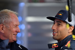 Dr Helmut Marko, Red Bull Motorsport Consultant y Daniel Ricciardo, Red Bull Racing