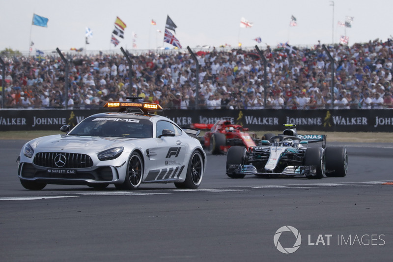 Safety Car leading pack with Valtteri Bottas, Mercedes-AMG F1 W09