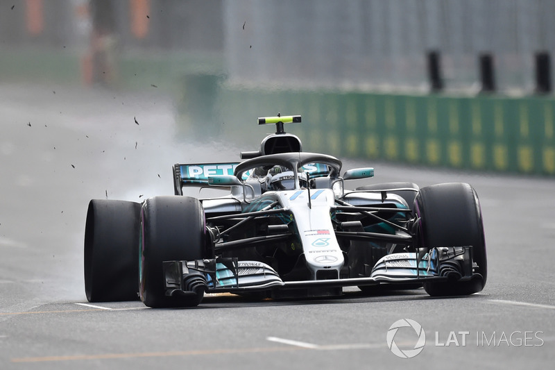 Valtteri Bottas, Mercedes-AMG F1 W09 EQ Power lastik patlatıyor