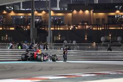 Sebastian Vettel, Red Bull Racing RB8 stopt op het circuit