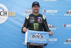 Kurt Busch, Stewart-Haas Racing, Ford Fusion Monster Energy / Haas Automation pole award