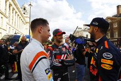 Stoffel Vandoorne, McLaren, Romain Grosjean, Haas F1 Team, Daniel Ricciardo, Red Bull Racing