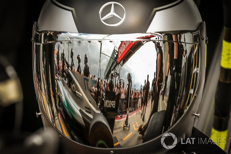 Механік Mercedes AMG F1
