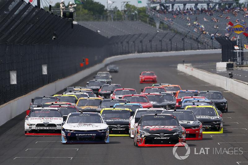 Kyle Busch, Joe Gibbs Racing Toyota, William Byron, JR Motorsports Chevrolet