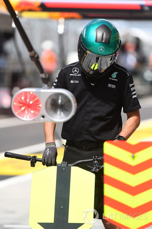 Mechaniker: Mercedes AMG F1
