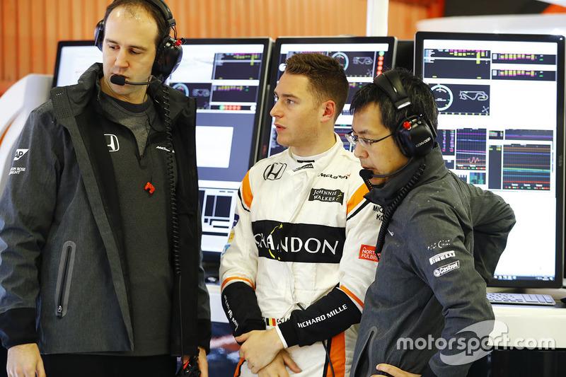 Стоффель Вандорн, McLaren, спілкується із інженерами
