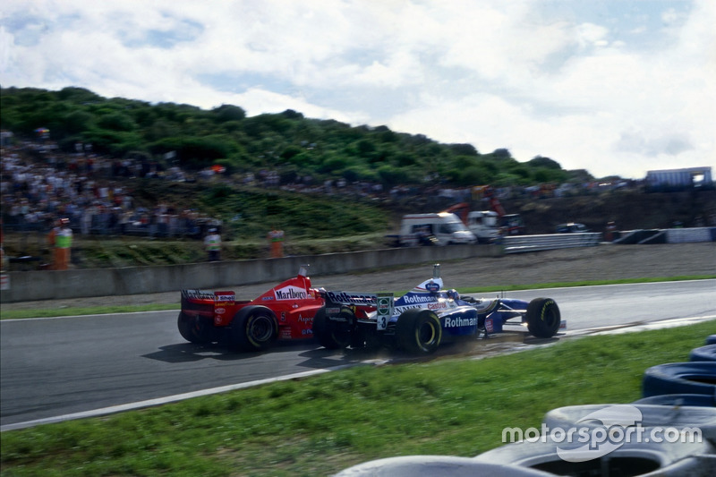 Kollision: Michael Schumacher, Ferrari F310B; Jacques Villeneuve, Williams FW19 Renault
