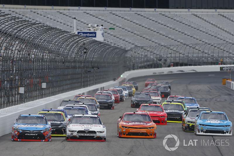 Brad Keselowski, Team Penske Ford, Kyle Busch, Joe Gibbs Racing Toyota, Kyle Larson, Chip Ganassi Racing Chevrolet
