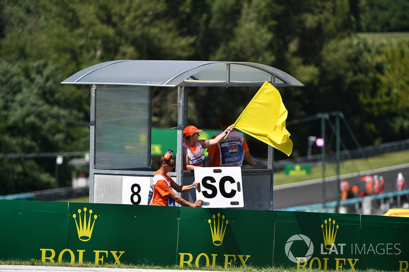 Маршал із жовтим прапором, автомобіль безпеки