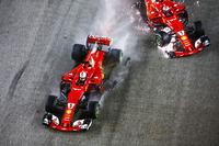 Столкновение на старте: Себастьян Феттель и Кими Райкконен, Ferrari SF70H