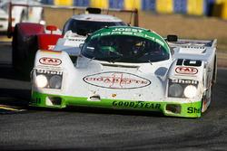 #18 Joest Porsche Racing Porsche 962C: Боб Уоллек, Анри Пескароло и Ронни Мейкснер