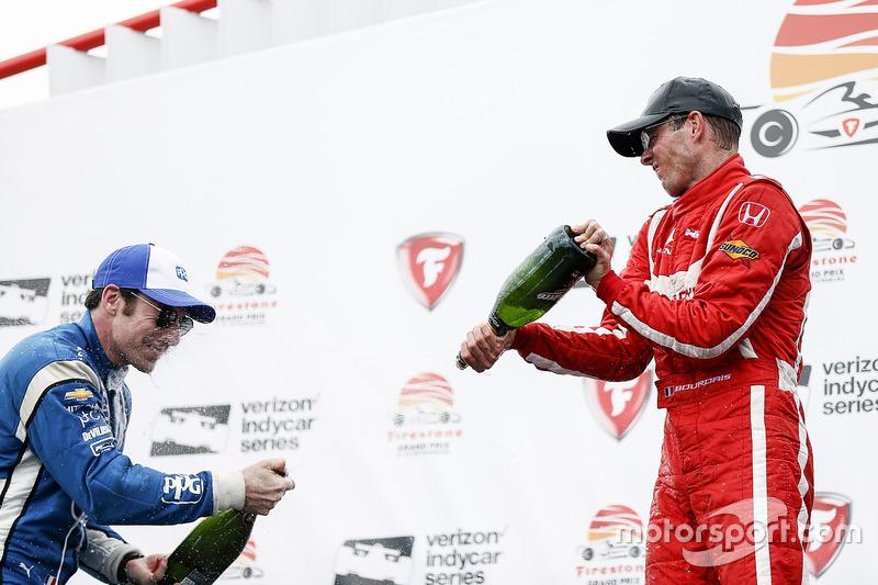 Ganador, Sébastien Bourdais, Dale Coyne Racing Honda , segundo, Simon Pagenaud, Team Penske Chevrole