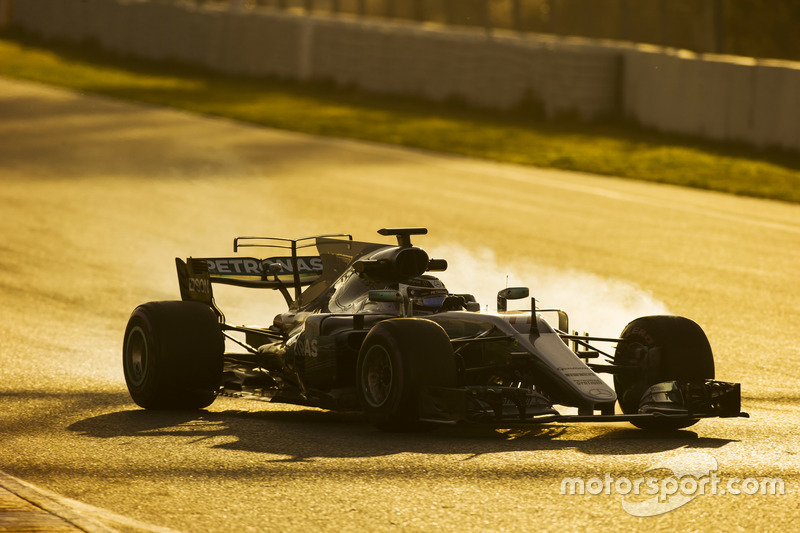 Валттері Боттас, Mercedes AMG F1 W08, заблокував колеса