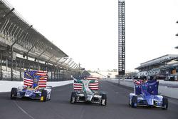 Polesitter Scott Dixon, Chip Ganassi Racing Honda, second place Ed Carpenter, Ed Carpenter Racing Chevrolet, third place Alexander Rossi, Herta - Andretti Autosport Honda