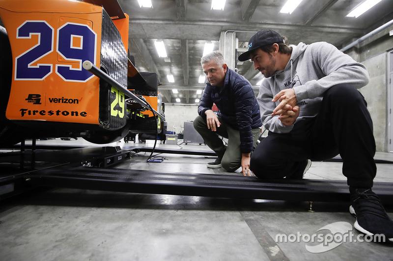Fernando Alonso, Andretti Autosport Honda, checks the car with Gil de Ferran