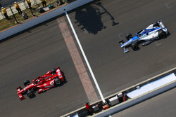 Dario Franchitti, Chip Ganassi Racing; Takuma Sato, Rahal Letterman Lanigan Racing