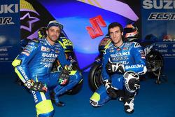 Andrea Iannone y Alex Rins en la presentación de Suzuki