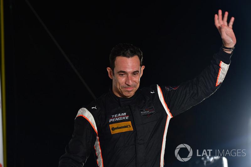 Ao lado de Juan Pablo Montoya e Simon Pagenaud, Helio Castroneves conseguiu a terceira colocação.