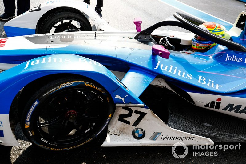 Alexander Sims, BMW I Andretti Motorsports, BMW iFE.18 in the pit lane