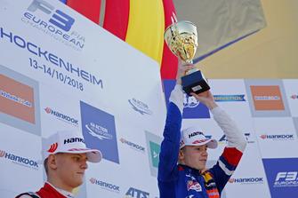 Podium: Race winner Robert Shwartzman, PREMA Theodore Racing Dallara F317 - Mercedes-Benz