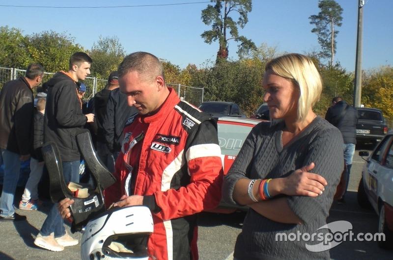 Вадим Євтушенко з нареченою після фінішу